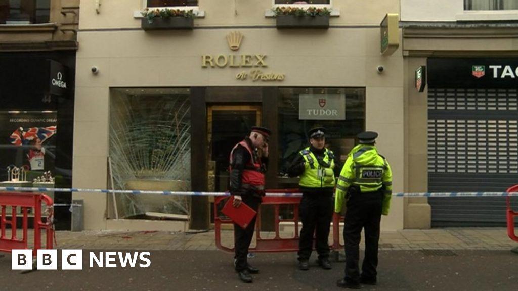 Leeds ram-raiders drove through shopping centre