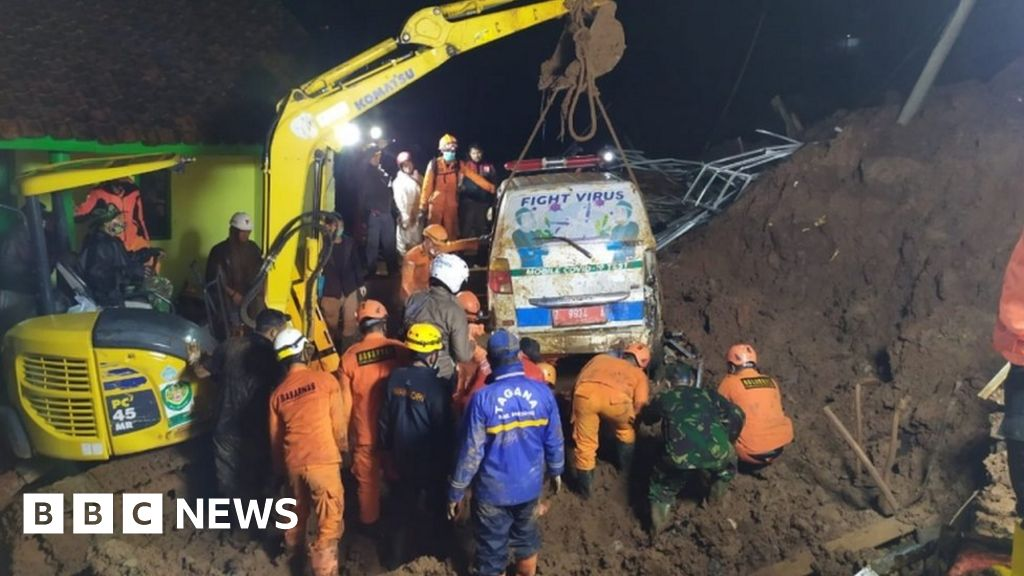 Indonesia landslide: Rescuers buried as they help victims