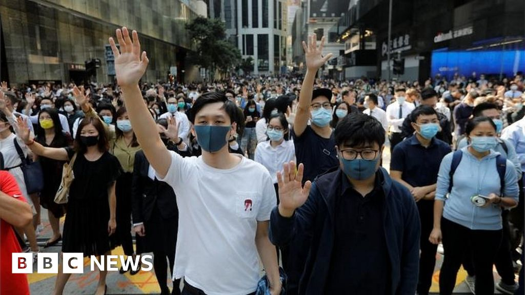 Hong Kong in first recession for a decade