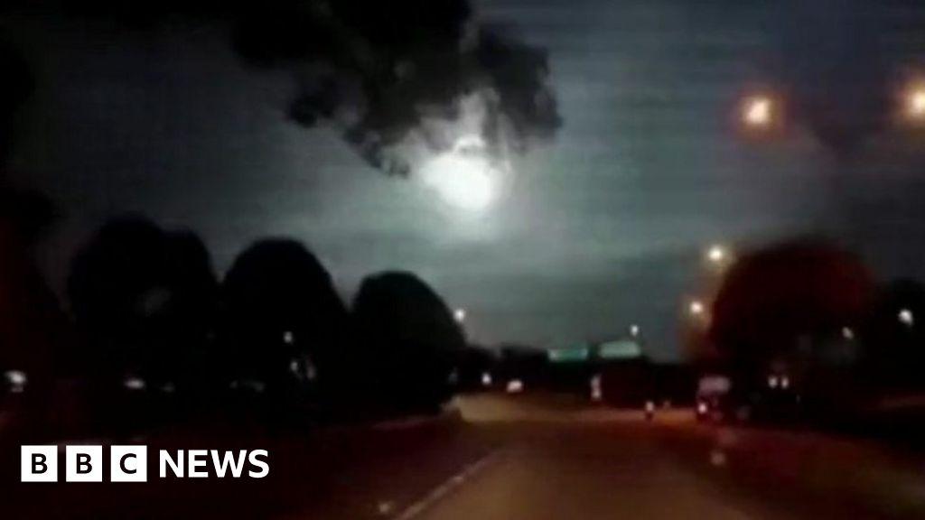 Fireball meteor lights up night sky over Malaysia