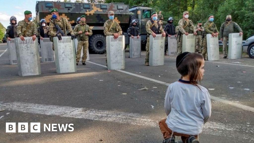 Coronavirus: Ukraine accuses Belarus over stranded Jewish pilgrims thumbnail