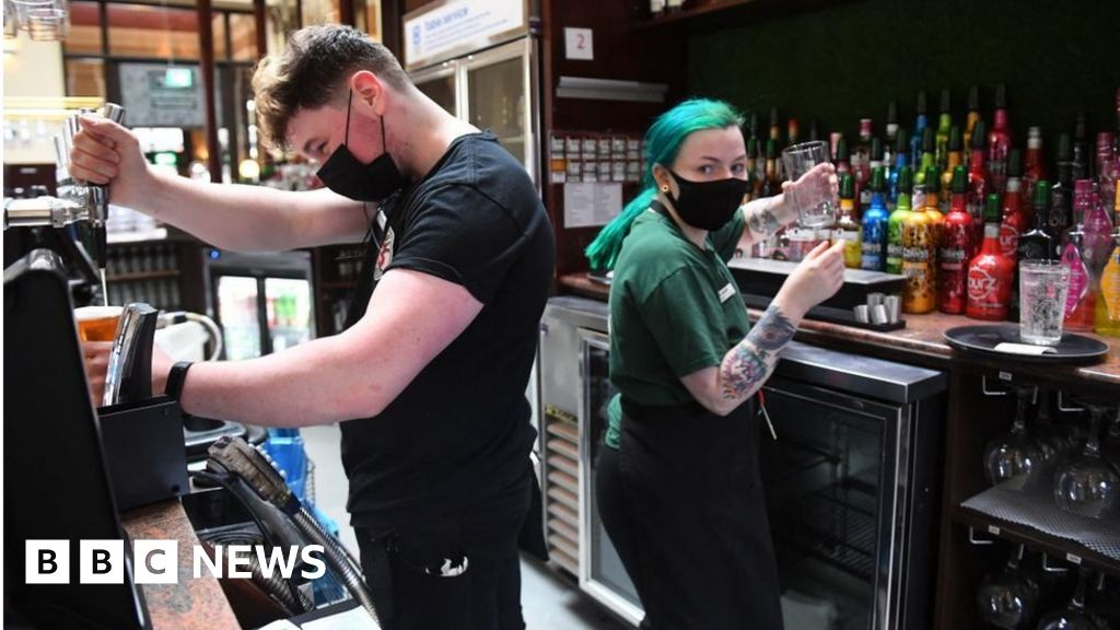 Wetherspoon runs low on beer amid driver shortage thumbnail