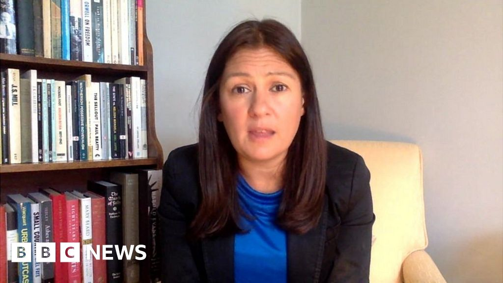 Labour opposes relaxing Sunday trading hours, says Nandy thumbnail