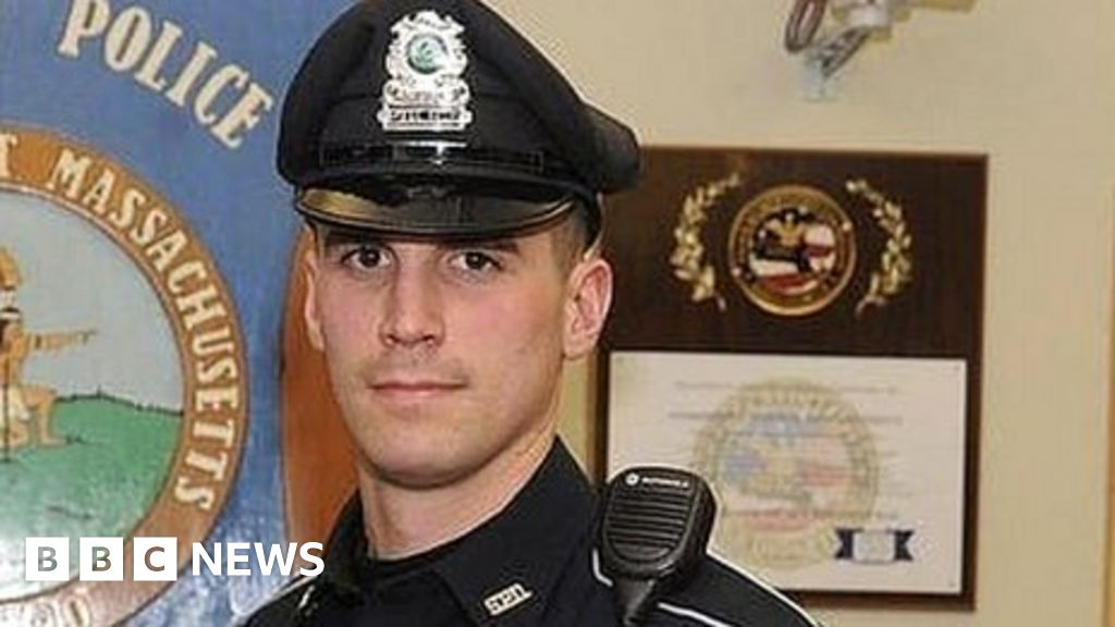 Policeman buys family food instead of arresting them for shoplifting