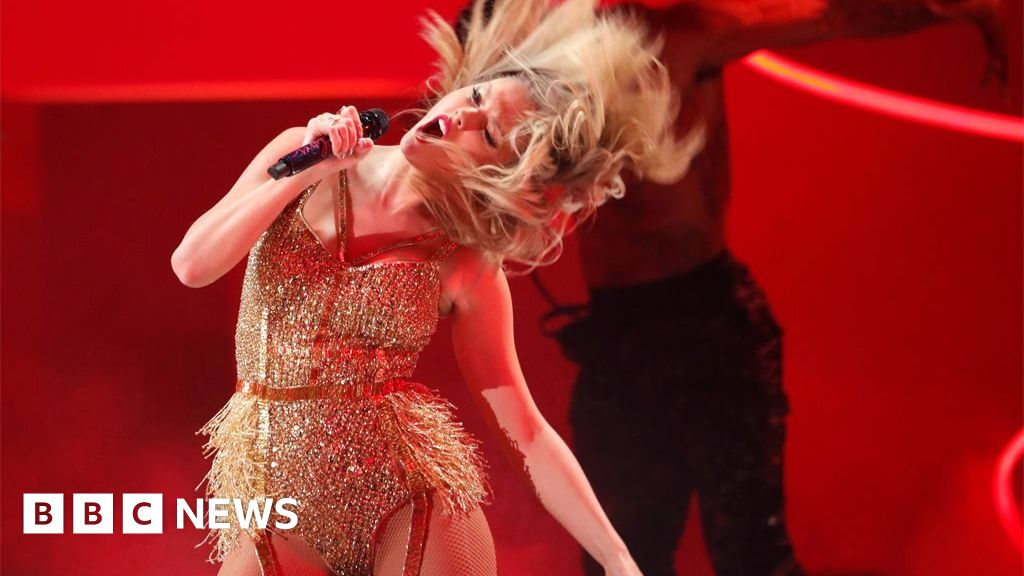 The best photos from the American Music Awards