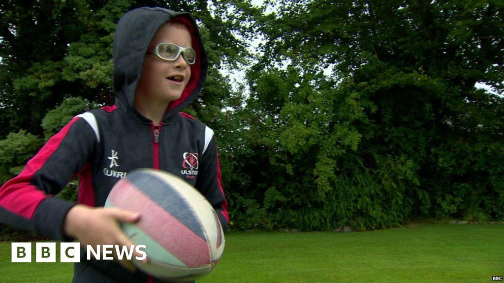 4756e414cbb Irish rugby takes part in goggles trial - BBC News