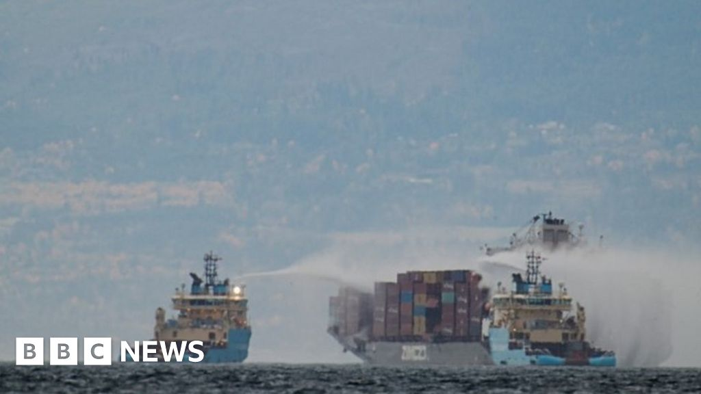 Canada: Evacuations as ship spews toxic gas off coast