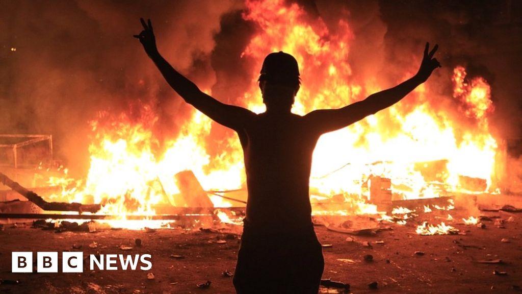 Iraq protests: Upsurge in violence despite Baghdad curfew