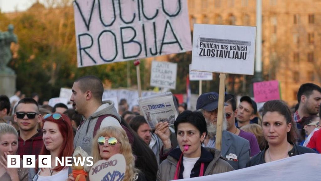 Serbia election: Vote in EU candidate state scorned as sham thumbnail