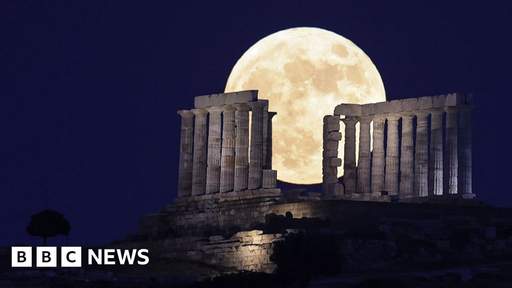 In pictures: Strawberry Moon rises
