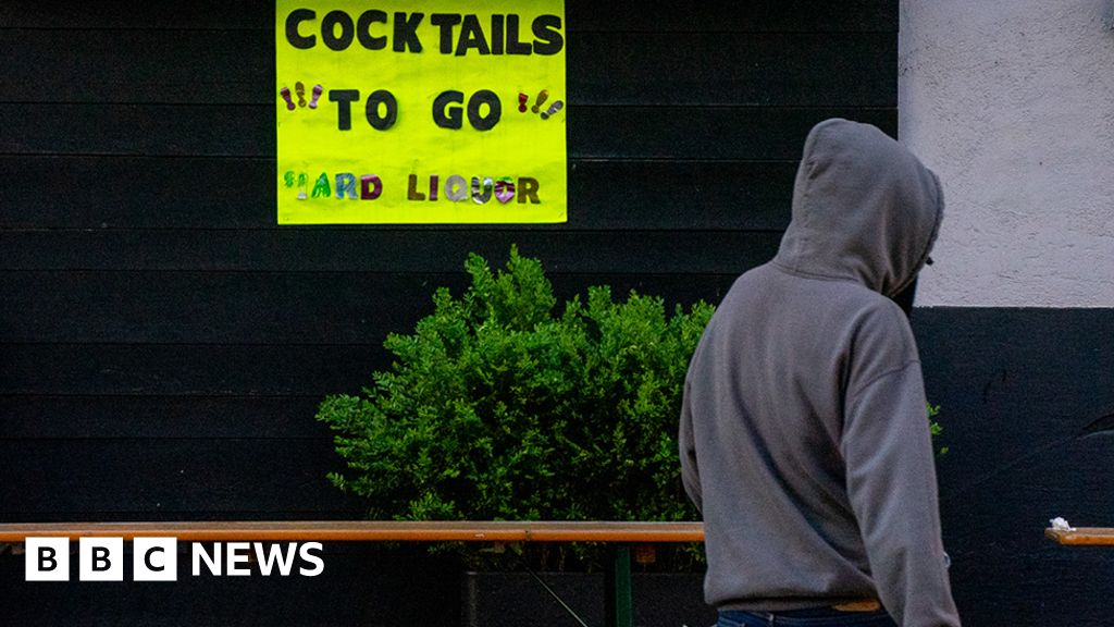 How the pandemic is relaxing US drinking laws thumbnail