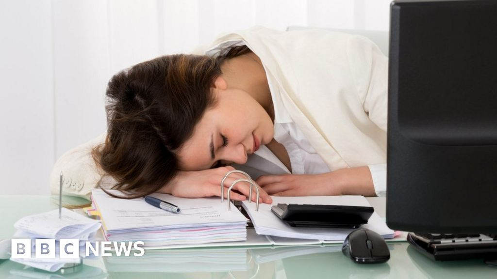 How to nap successfully at work - BBC News
