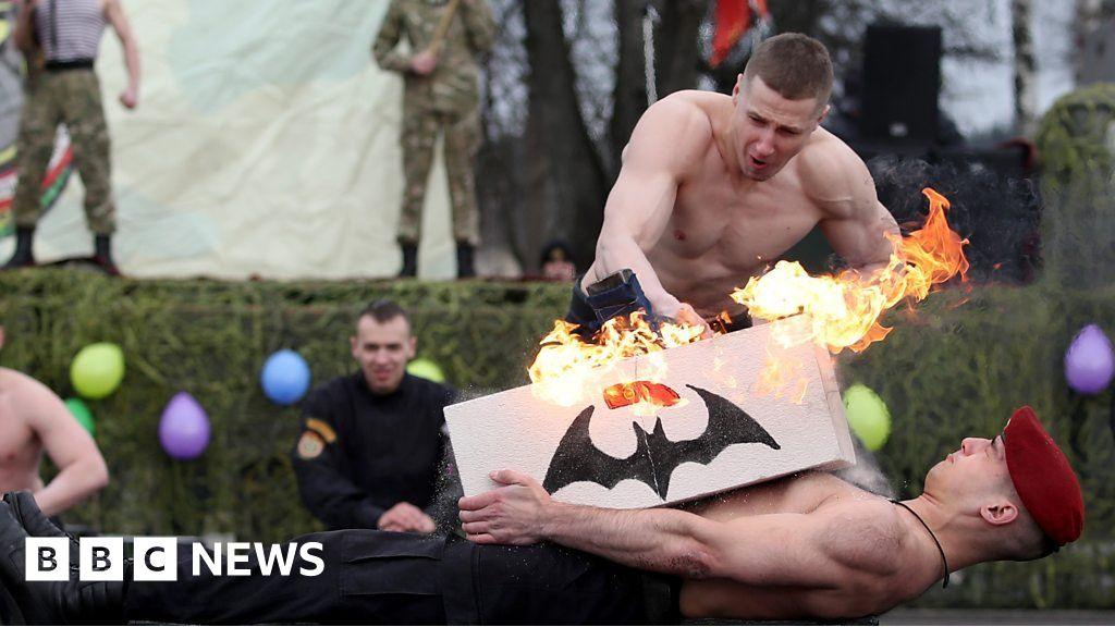 Maslenitsa festival: Belarus soldiers' show of strength thumbnail