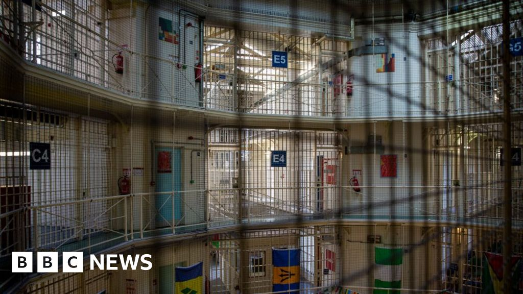 Coronavirus: Two-Pentonville-prison-employees die