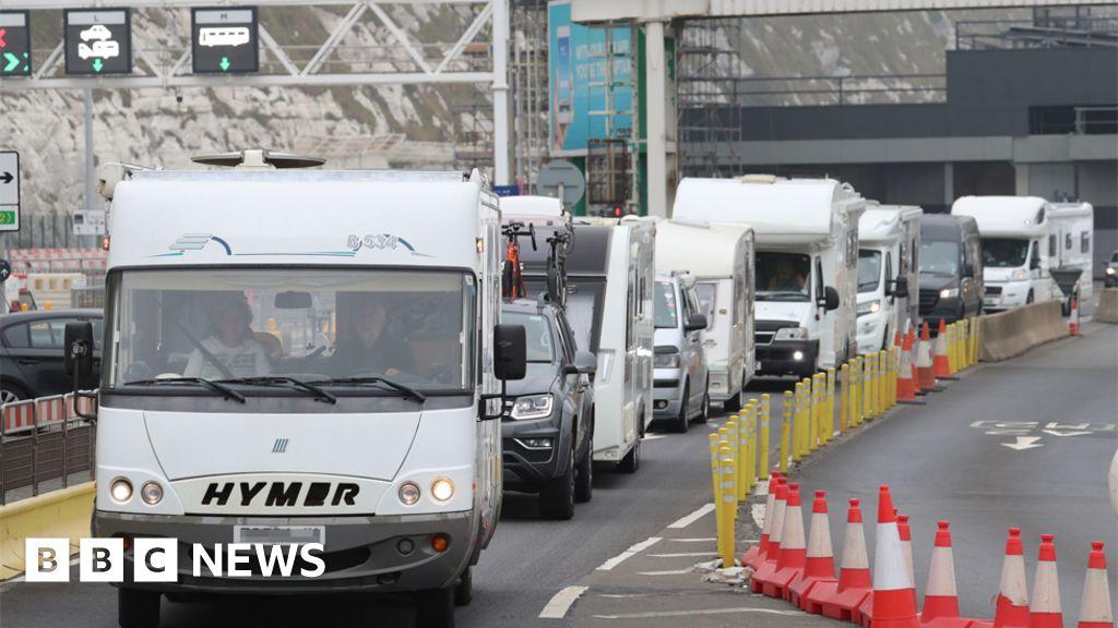 Coronavirus: France quarantine starts after race to beat deadline