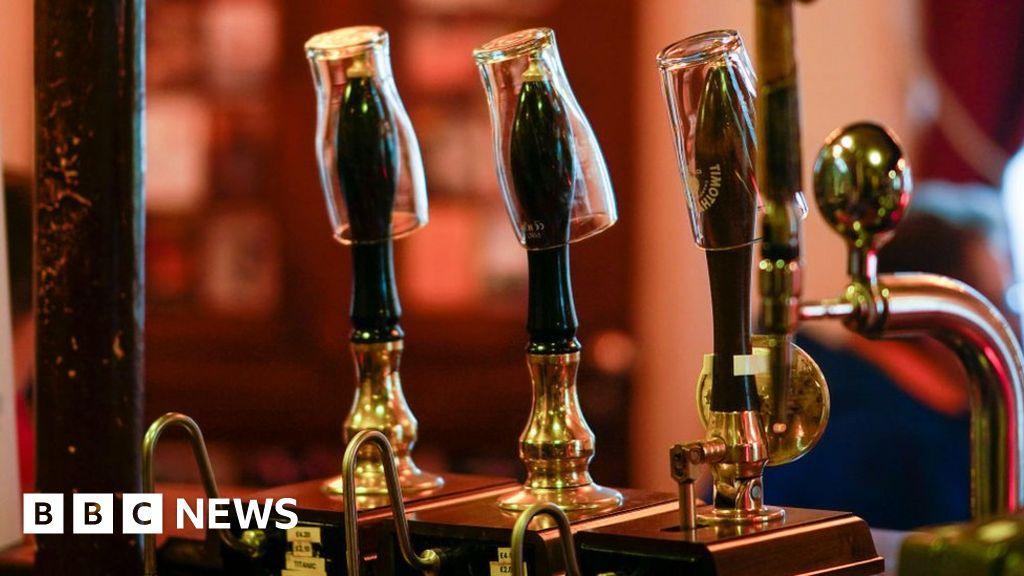 Covid: Calls for Senedd vote before pub alcohol ban