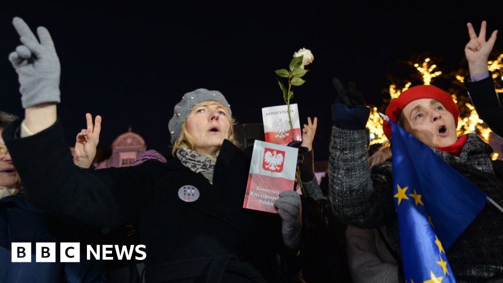 Poland s lower house approves controversial judge
