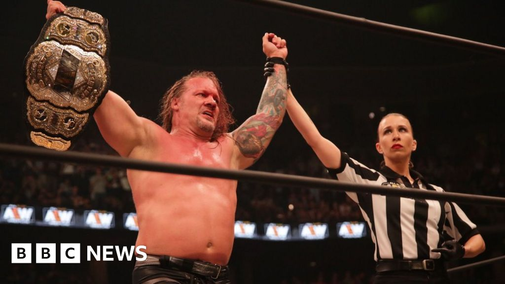 AEW: Chris Jericho clotheslined by title belt theft