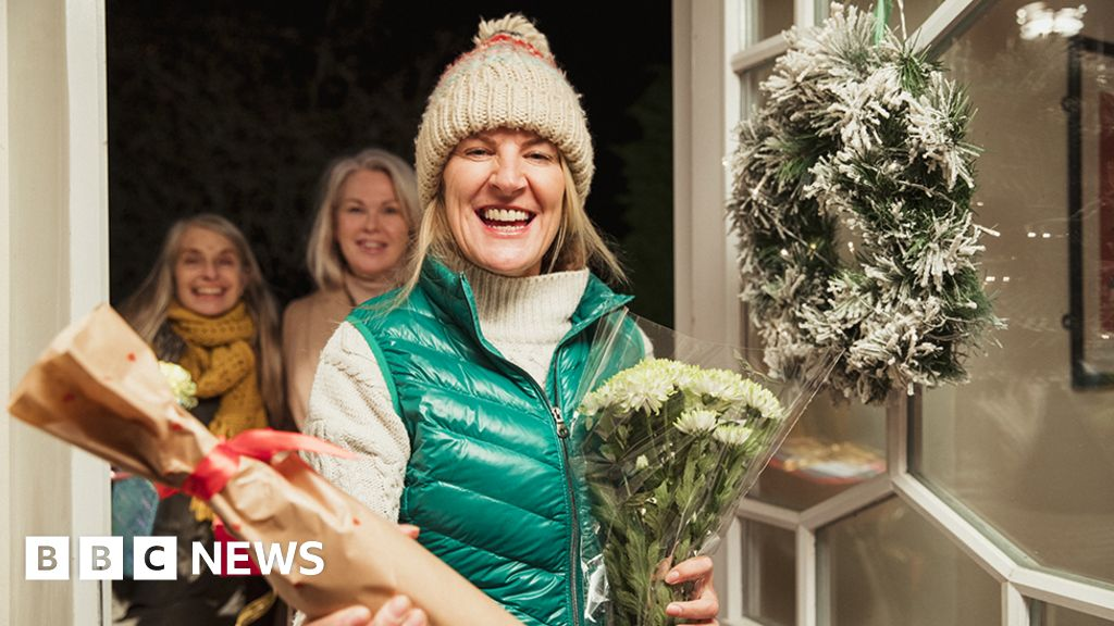 Covid: How to keep the virus at bay this Christmas - BBC News