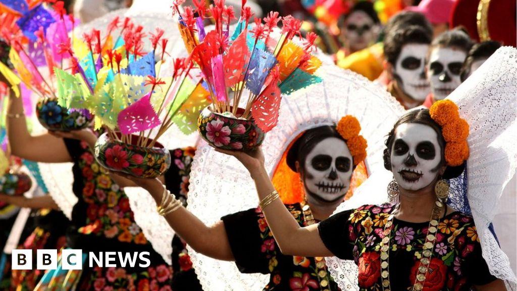 mexico dead parade bbc america latin muertos dia los mexican imagenes festival del el