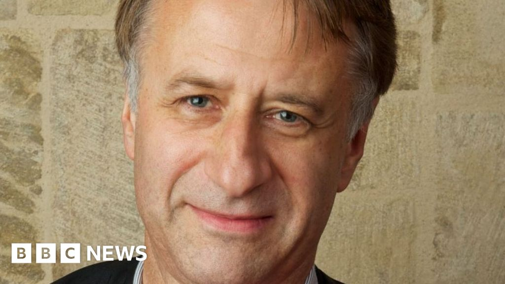 Cambridge master 'steps back' in sex complaint row