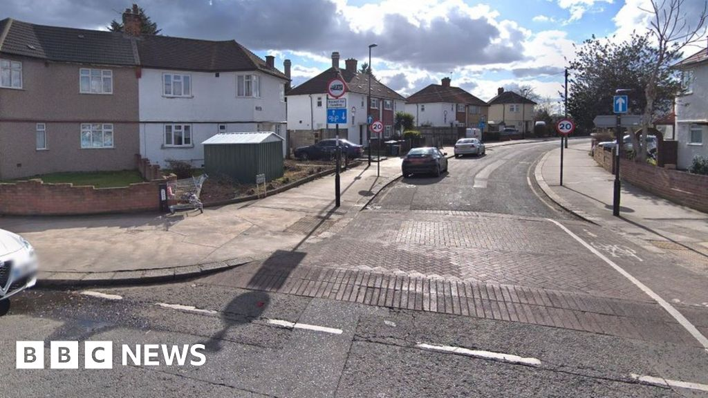 Croydon stabbing: Man dies two days after attack thumbnail