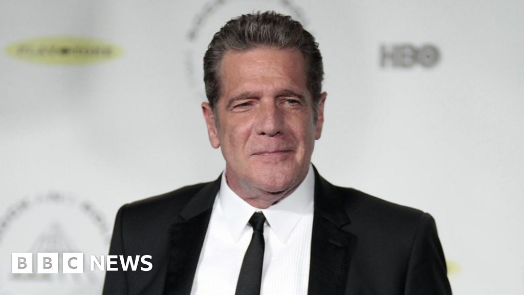 Eagles guitarist Glenn Frey, 67, dies - BBC News