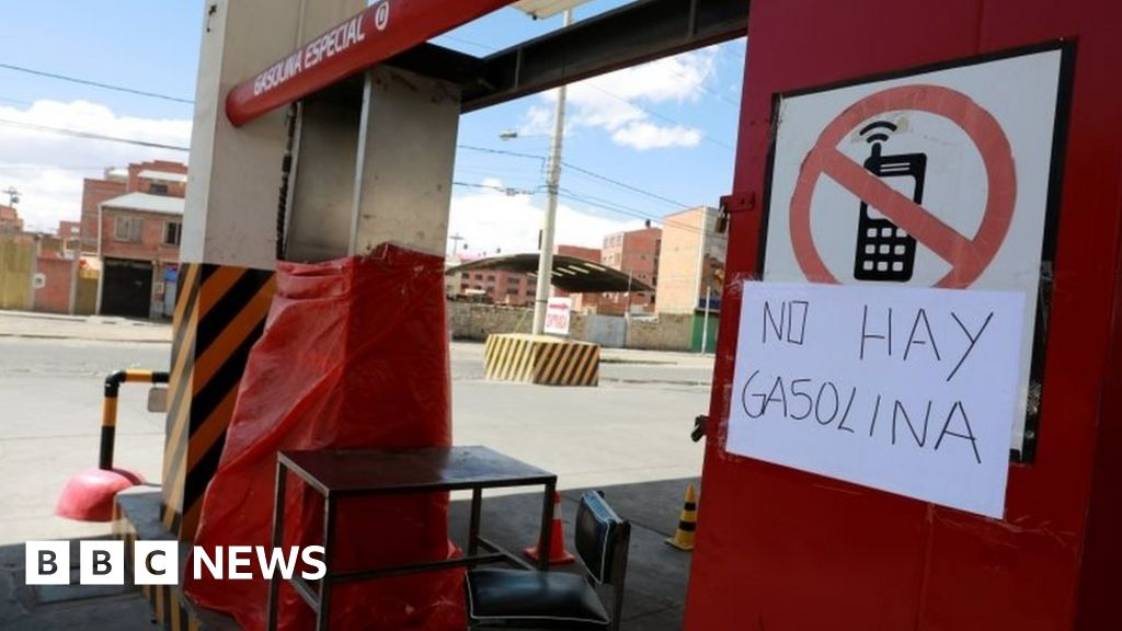 Bolivia crisis: Food and fuel shortages as death toll mounts
