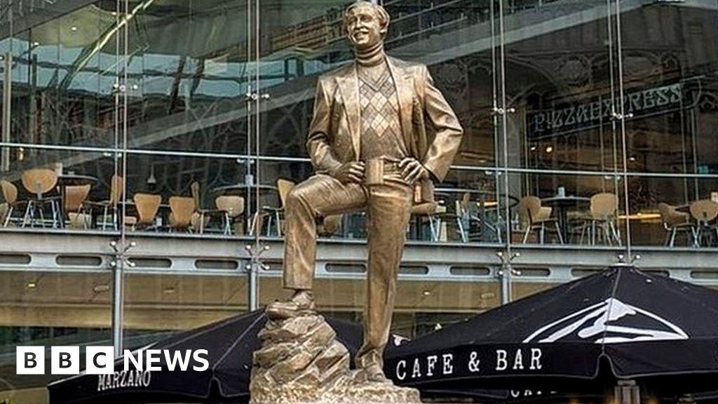 Alan Partridge statue appears in Norwich