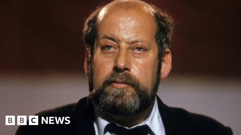 Sir Clement Freud accused of abusing two girls - BBC News