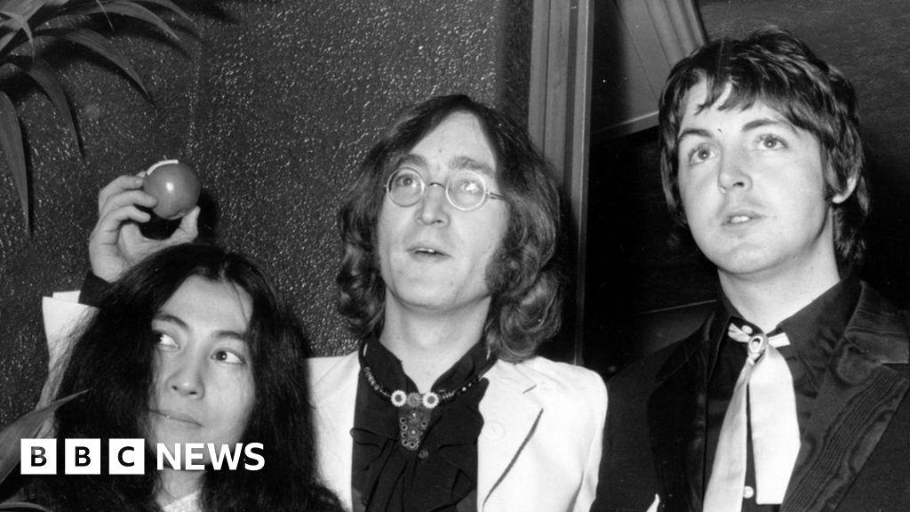 John Lennon s sunglasses sell for £137,000