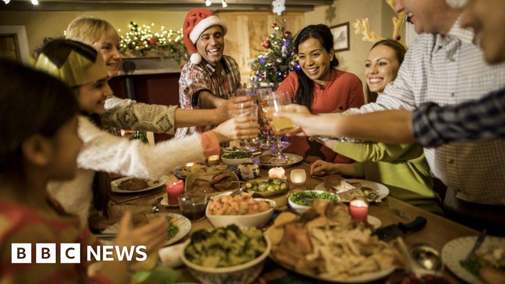Coronavirus: Christmas socialising poses 'substantial risks' – scientist