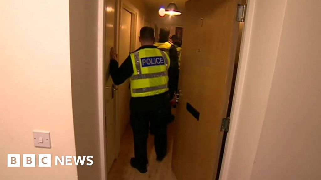 Men held and women rescued in Luton suspected brothel raids