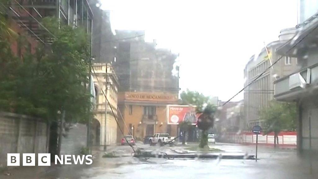 Deadly cyclone tears into Zimbabwe