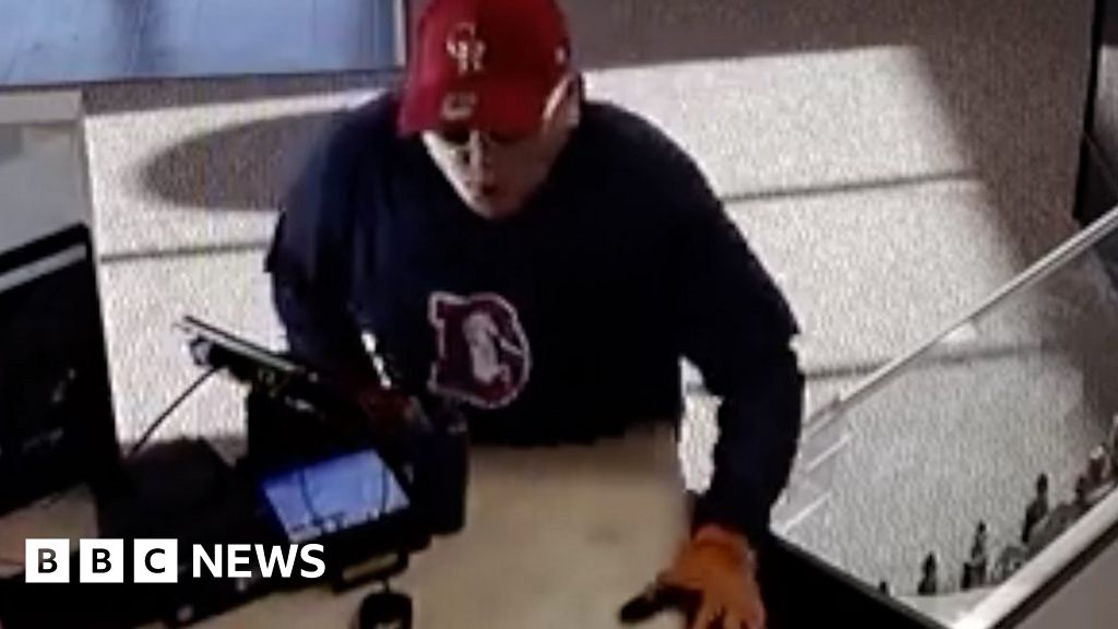 Colorado robber drops gun, then trousers