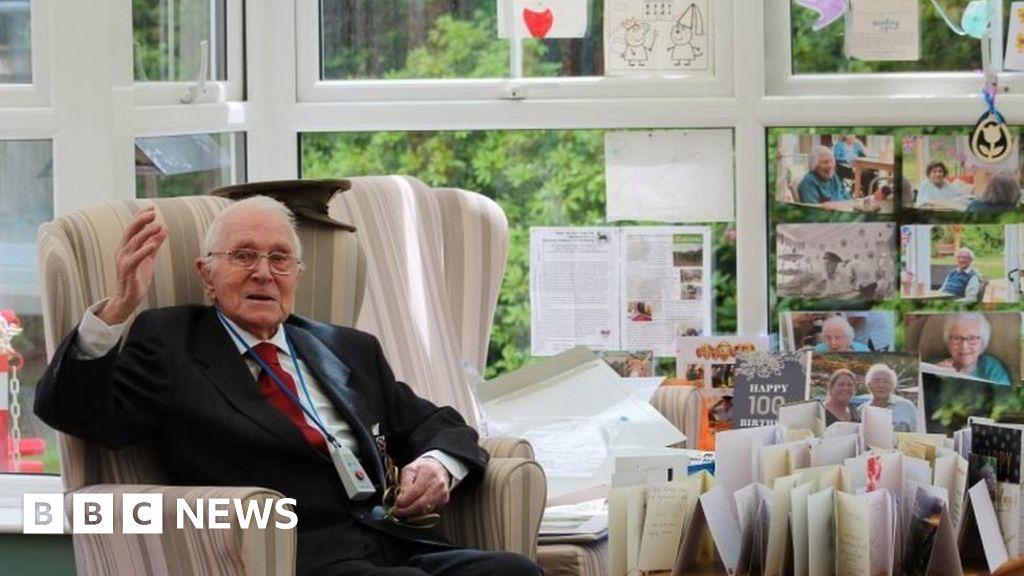 Coronavirus: veterans Mark 100th birthday with 100 cards