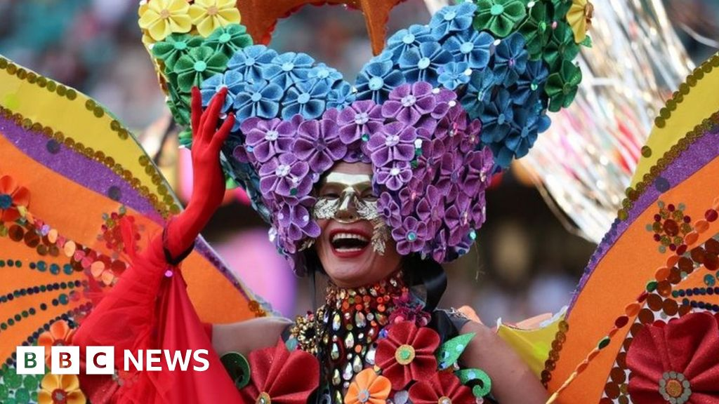 In pictures: Thousands attend LGBT Mardi Gras in Sydney - bbc
