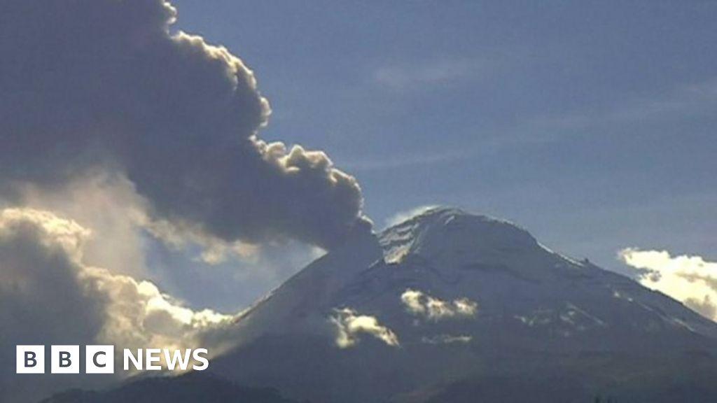 Ash spews from Popocatepetl volcano in Mexico - BBC News