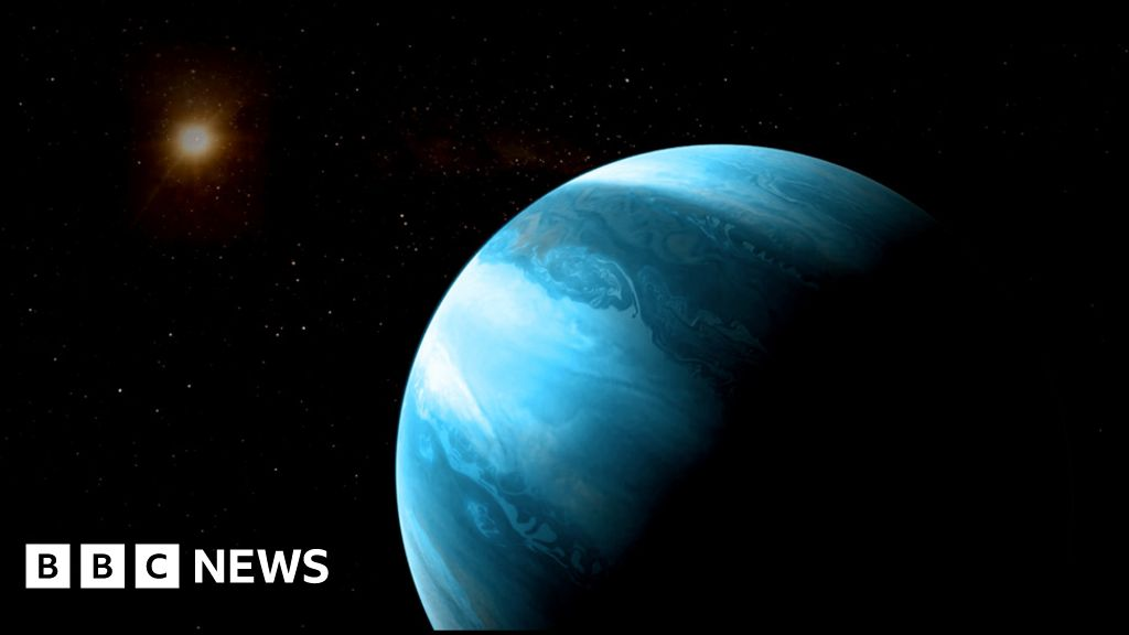 Giant planet around tiny star 'should not exist'