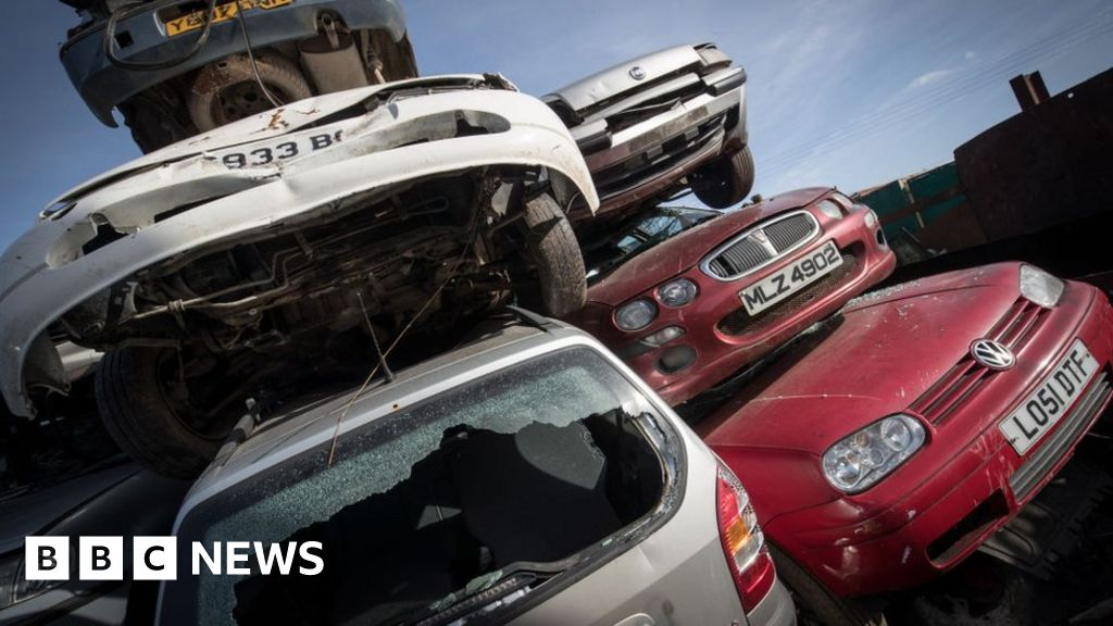 Ford announces £2,000 scrappage scheme for pre-2010 cars - BBC News