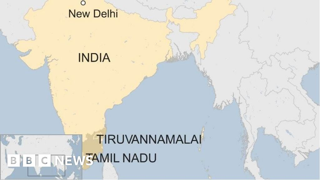 India woman beaten to death over child abduction rumours - BBC News