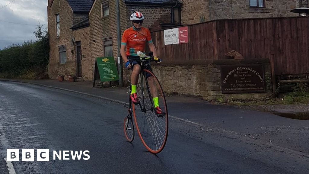 Cyclist Richard Thoday breaks penny farthing record