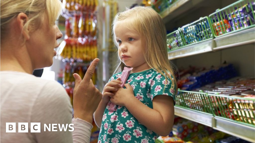 Child obesity plan targets sweets at checkouts