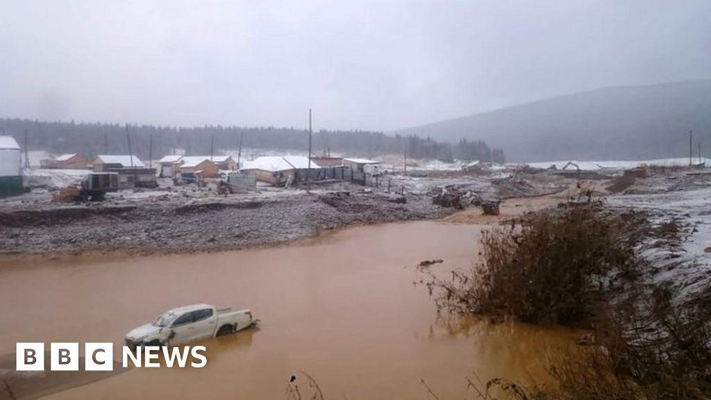 Siberian dam collapse kills 15