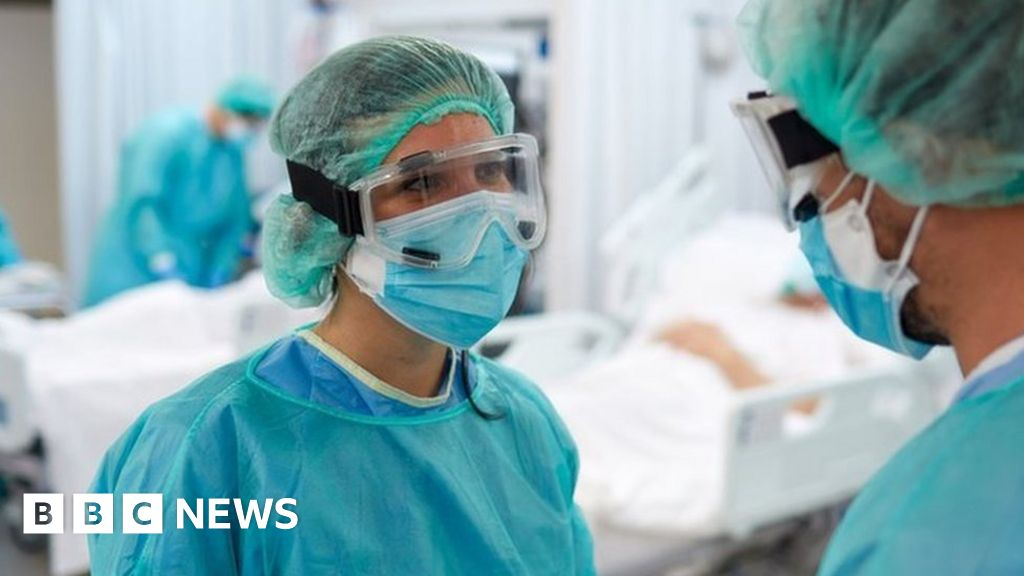 NHS Wales: Waiting times and A&E at worst performance level