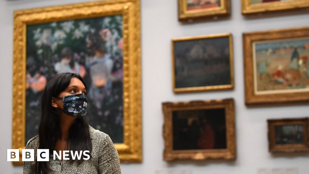 Face covering use expanded in England and Scotland