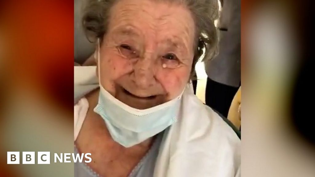 Woman, 95, clapped home after virus recovery