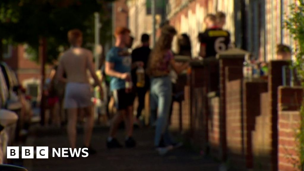 Coronavirus: NI students could be disciplined over Covid restriction breaches thumbnail