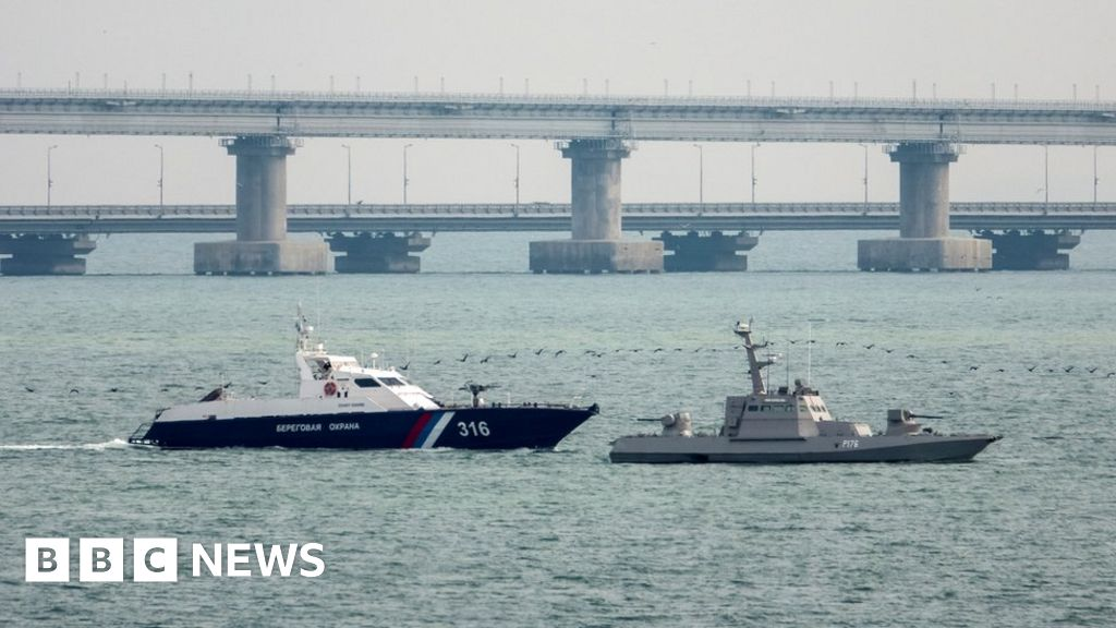 Russia Returns Ukrainian Boats Seized Off Crimea Bbc News