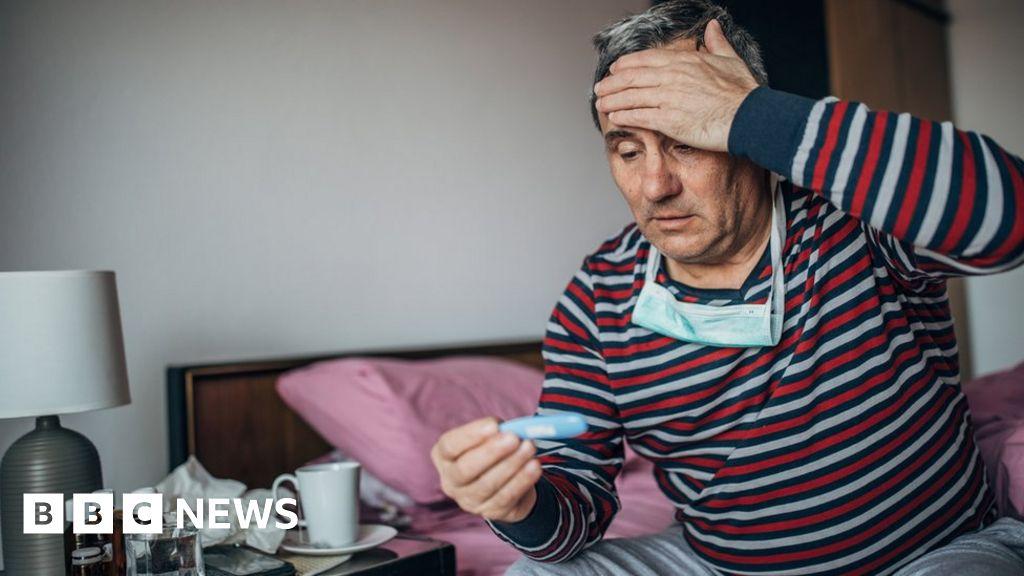 Coronavirus: experts question UK self-isolation advice